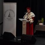 Zdjęcie zostało zrobione w sali widowiskowej CKiB w Opalenicy. Na nim widać Rektora Opalenickiego Uniwersytetu Trzeciego Wieku - ubranego w czerwony strój z gronostajami.